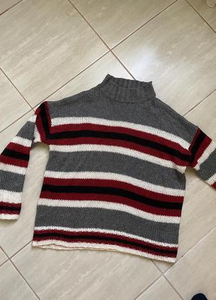 Свитер вязаний в полоску