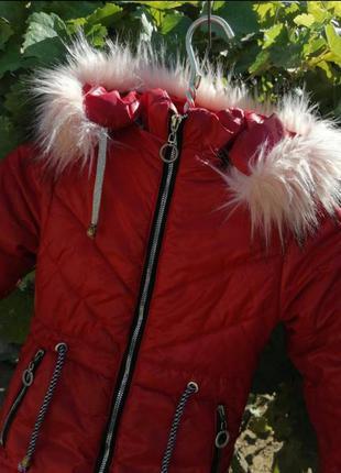 Яркая куртка зима