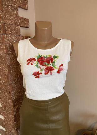 Блуза вышита бисером