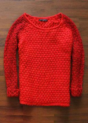 Яркий теплый красный свитер