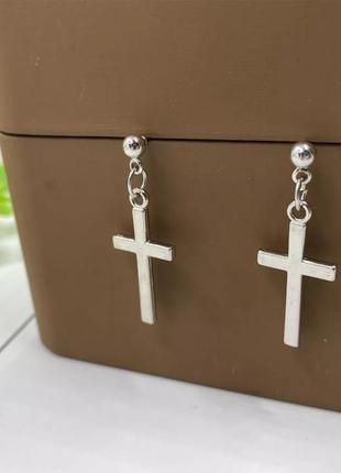 Серьги в виде креста .