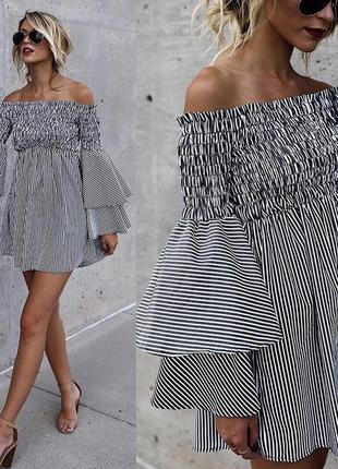 Мини платье с открытыми плечами