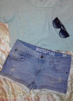 Красивые джинсовые шорты  бусины кружево