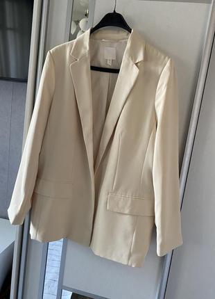 Крутой качественный пиджак ровного кроя