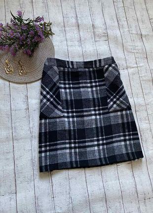 Теплая мини юбка в клетку с карманами