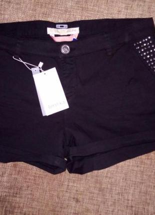 Новые шорты с принтом bershka, идут на наш 46-48 размер