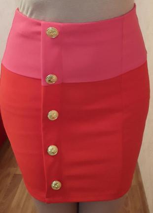 Юбка asos  красно-розовая с золотыми пуговицами
