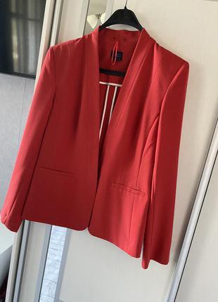 Очень стильный красивый пиджак из костюмной ткани