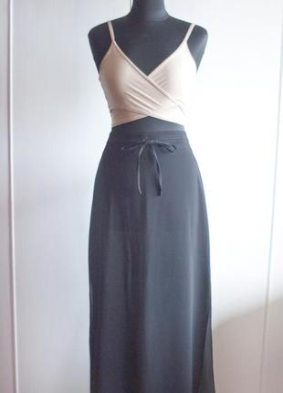 Черная легкая юбка миди с разрезами