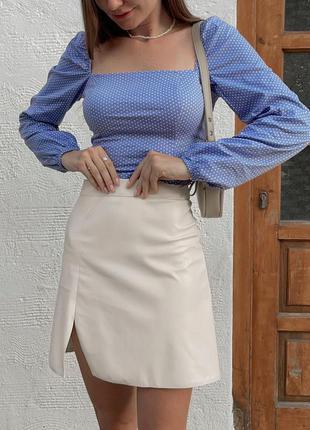 Укороченная блуза в горошек