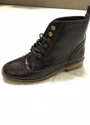 Коричневые ботинки на низком ходу
