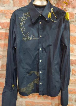 Стильная рубашка с золотым узором и рукавом пьеро