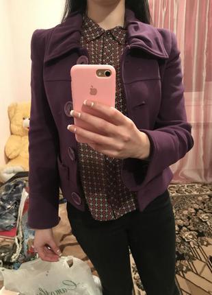 Кашемировая курточка фиолетового цвета