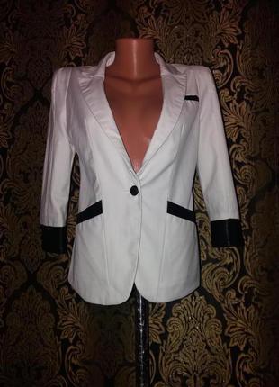 Стильный пиджак с четвертным рукавом  и кожаными манжетами