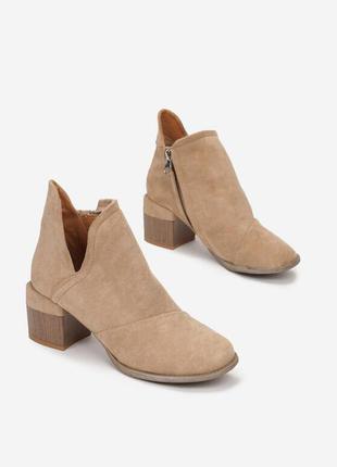 Бежеві ботиночки на устойчивому каблуці