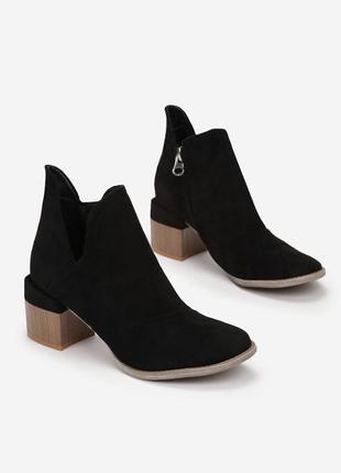 Чорні ботиночки на устойчивому каблуці
