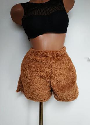 Теплые плюшевые шорты.