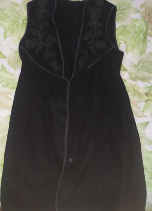 Накидка жилетка безрукавка длинная черная с узором цветочным женская
