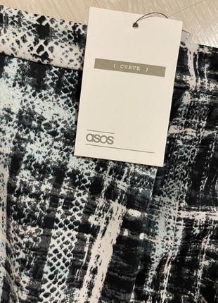 Очень красивая и стильная брендовая юбка-миди.