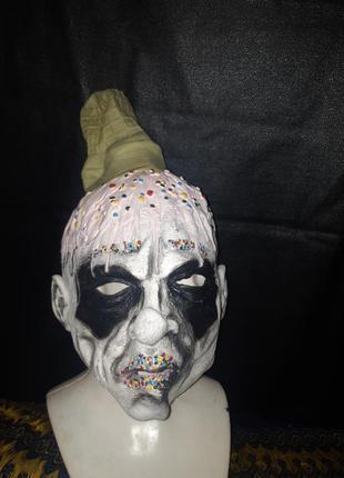 Крутая криповая латексная маска на хеллоуин с мороженным  в пыльнике