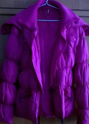 Яркая зимняя курточка 10р