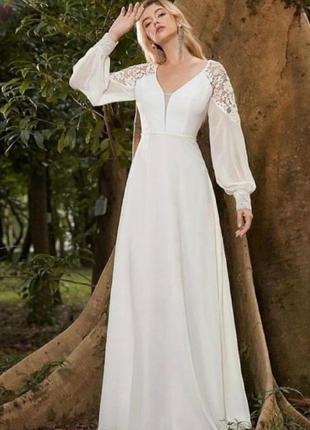 Белое нарядное платье с кружевом