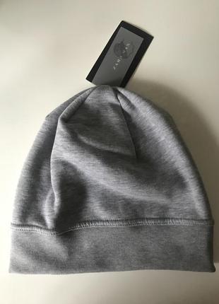 Тёплая серая шапка zara