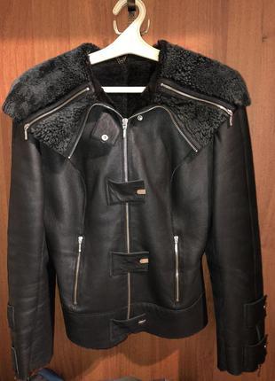 Куртка-дубленка натуральная с капюшоном  размер м