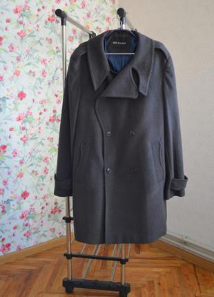 Красиве чоловіче пальто шерсть