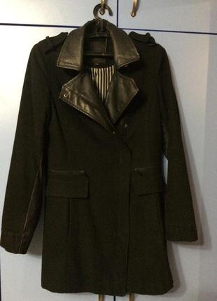 Чёрное пальто