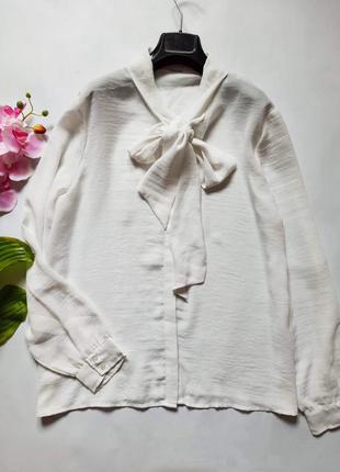 Лёгкая блуза с завязками к горловины