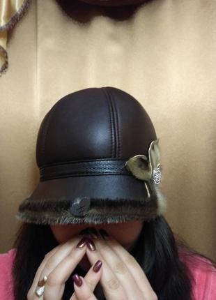 Тепла шкіряна шапка з хутром нерпи