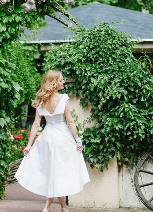 Светло-кремовое платье