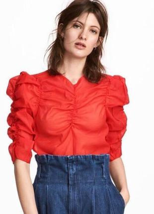 Красивая красная блуза из органзы
