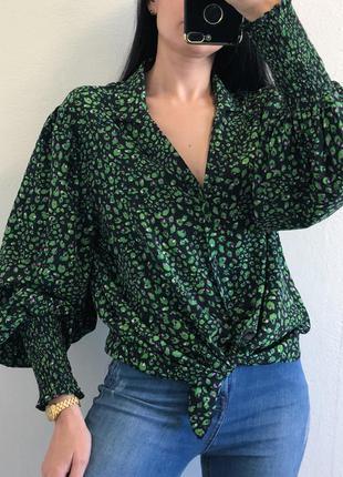 Красивая блуза на пуговках с обьемными рукавами