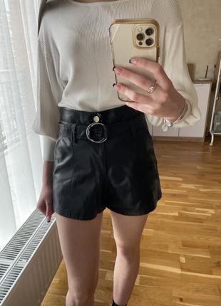 Чорні шкіряні шорти