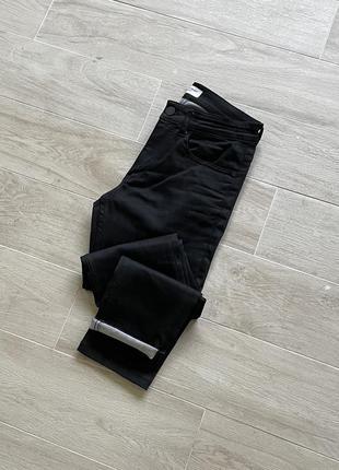 Чёрные джинсы зауженные джинсы district
