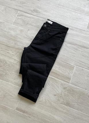 Чёрные зауженные джинсы skinny