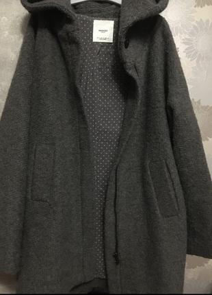 Объёмное шерстяное пальто mango