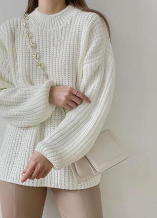 Объёмный молочный свитер