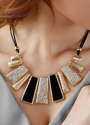 Ожерелье геометрические фигуры с чёрными камнями