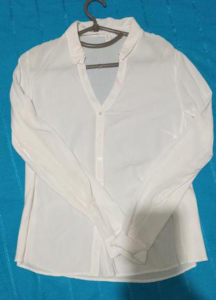 Блузка из вискозы с трикотажными вставками.