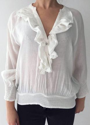 Молочная блуза, блузка, актуальная блуза с рюшами.