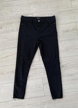 Черные джинсы, черные штаны, женские облегающие штаны.