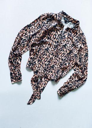 Коасивая и стильная укороченная рубашка в принт