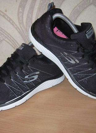 Продам кроссовки фирмы skechers 40 размера .