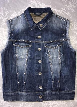 Новая джинсовая стильная жилетка от guess
