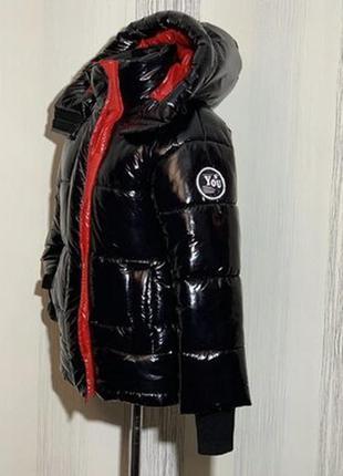 Зимний объемный пуховик с капюшоном,лаковый, размерчик л.