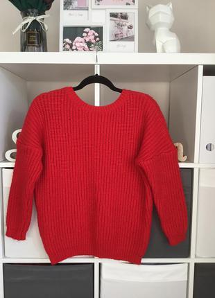 Тёплой красный свитер с вырезом по спине размер м