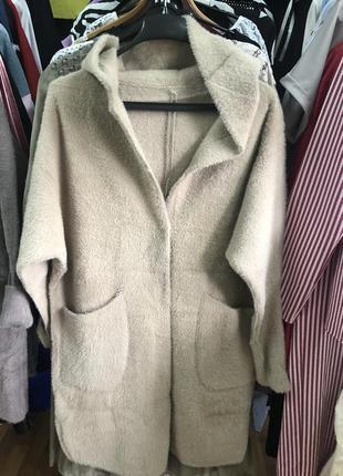 Шикарное плотное пальто с альпаки,размер универсальный 46-50.